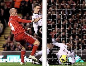 John Pantsil marca gol contra do Fullham