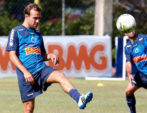 Roger no treino do Cruzeiro (Foto: Washington Alves / VIPCOMM)