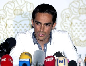 Alberto Contador durante coletiva sobre doping (Foto: EFE)