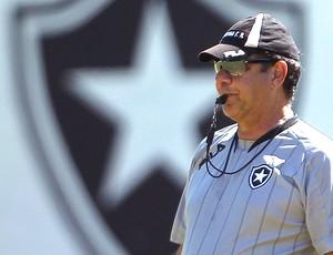 Joel Santana no treino do Botafogo
