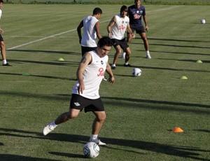 Cabañas treina com o Libertad, do Paraguai (Foto: Reuters)