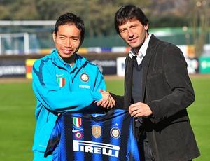 Leonardo na apresentação de Nagatomo no Inter de Milão (Foto: AFP)