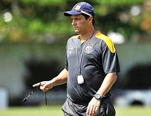 Adilson Batista no treino do Santos (Foto: Ricardo Saibun / Site Oficial do Santos)