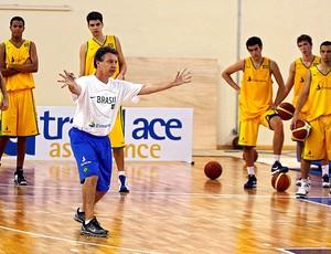 Magnano no treino da seleção de basquete (Foto: Wander Oliveira /Inovafoto/CBB)