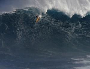 Danilo Couto surfe - onda gigante Jaws (Foto: Divulgação)