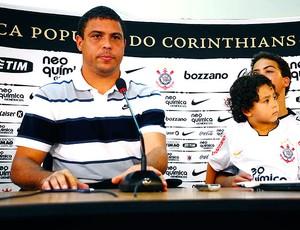 Ronaldo na coletiva de despedida (Foto: Marcos Ribolli / GLOBOESPORTE.COM)