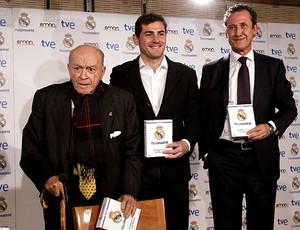 Alfredo Di Stefano e Casillas no lançamento do DVD do Real Madrid (Foto: EFE)
