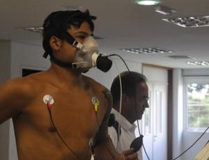 Héverton passa por exames no Atlético-PR (Foto: Divulgação / Site Oficial do Atlético-PR)