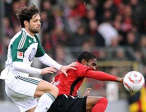 Diego na partida do Wolfsburg contra o Freiburg (Foto: AP)