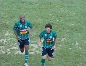 Arapongas faz o gol sobre o Paraná Clube (Foto: RPC TV)