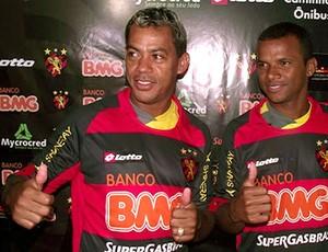 Marcelinho Paraiba e Vitor são apresentados no Sport (Foto: Reprodução / Site Oficial do Sport)