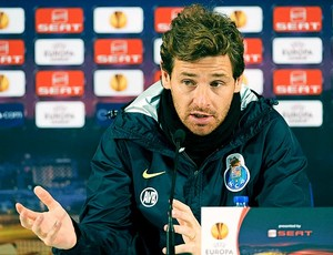 Andre Villas-Boas, técnico do Porto, durante entrevista (Foto: EFE)