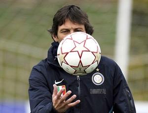 Leonardo no treino do Inter de Milão (Foto: AFP)