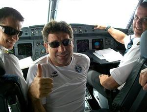Renato Gaúcho avião Colômbia (Foto: Eduardo Cecconi / Globoesporte.com)