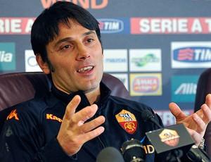Vincenzo Montella novo técnico do Roma durante coletiva (Foto: AP)