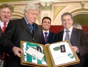 Jair Cirino, ao lado do presidente da CBF Ricardo Teixeira (Foto: Divulgação-Coritiba)
