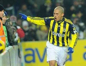 Alex comemora gol do Fenerbahçe contra o Kasımpasa (Foto: Site oficial do Fenerbahçe)