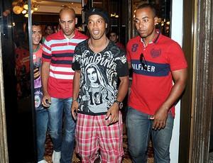Ronaldinho camisa nova (Foto: André Durão / Globoesporte.com)