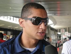 wellington paulista cruzeiro embarque (Foto: Lucas Catta Prêta / Globoesporte.com)