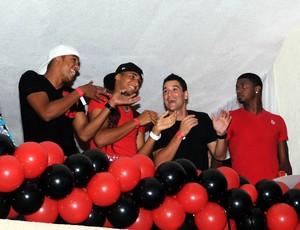 Jogadores do Fla no carnaval (Foto: André Durão / Globoesporte)
