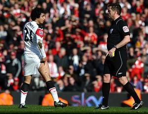 rafael manchester united Phil Dowd árbitro (Foto: agência AFP)