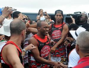 Ronaldinho Gaúcho bloco cercado (Foto: André Durão/Globoesporte.com)