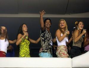 ronaldinho gaúcho monarco desfile  portela    (Foto: Globo)