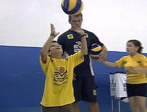 Bernardinho aprendiz levantador (Foto: Reprodução / TV Globo)