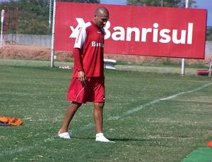 guinazu internacional treino bolhas nos pés (Foto: Alexandre Alliatii / Globoesporte.com)