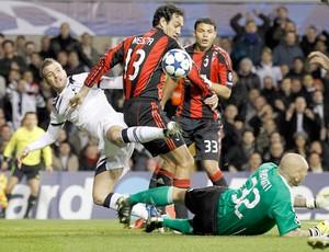Tottenham Rafael e Milan Alessandro (Foto: Reuters)