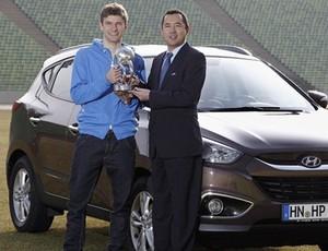 Thomas Müller recebe prêmio de revelação fifa (Foto: fifa.com)