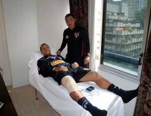 Luis Fabiano na fisioterapia na maca (Foto: Felipe Espíndola / Site Oficial do São Paulo FC)