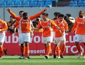 Renato Silva comemora gol pelo Shandong Luneng (Foto: Divulgação)
