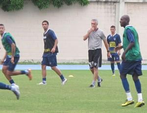 Flavio Tenius comanda treino do Botafogo (Foto: Gustavo Rotstein / Globoesporte.com)