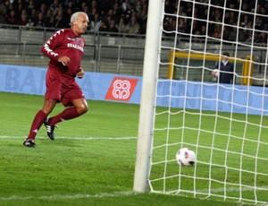 Junior faz gol pelo Torino em amistoso com Juventus (Foto: Divulgação)