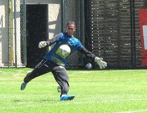 Renan no treino do Botafogo (Foto: Gustavo Rotstein / GLOBOESPORTE.COM)