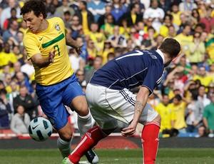 elano brasil escócia amistoso (Foto: Mowa Press)