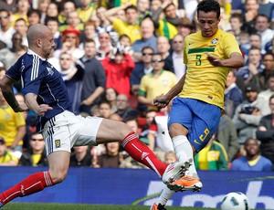 leandro damião brasil escócia amistoso (Foto: Mowa Press)