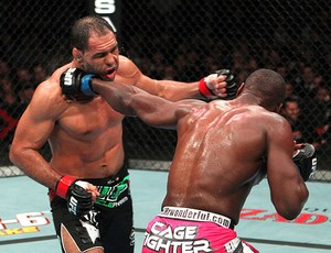 luta ufc minotouro phil davis (Foto: Divulgação / UFC)