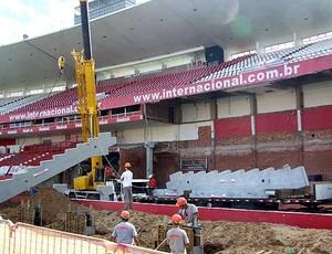 obras das novas arquibancadas do estádio Beira Rio (Foto: Alexandre Alliatti / Globoesporte.com)