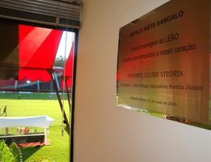Placa de Ivete Sangalo no Barradão (Foto: Eric Luis Carvalho/GLOBOESPORTE.COM)
