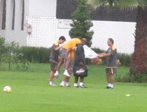 Neymar machucado treino (Foto: Adilson Barros / Globoesporte.com)