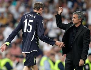Peter Crouch deixa o campo após ser expulso contra o Real Madrid (Foto: AP)