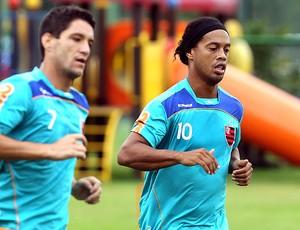 Ronaldinho Gaúcho e Thiago Neves no treino do Flamengo (Foto: Cezar Loureiro / Agência O Globo)