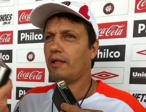 Adilson Batista no CT do Caju (Foto: Fernando Freire - RPCTV)
