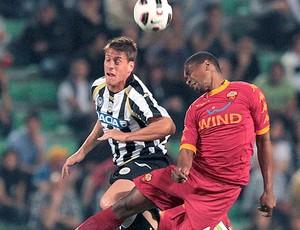 Juan do Roma na partida contra o Udinense (Foto: EFE)