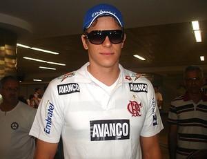 Cesar Cielo desembarcando em São Paulo depois de competir o GP de Michigan (Foto: Mariana Maziero / Globoesporte.com)