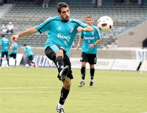 Escudero no treino do Grêmio (Foto: Wesley Santos / PressDigital)