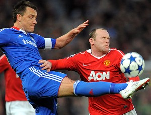 Terry do Chelsea contra Rooney do Manchester United (Foto: AFP)