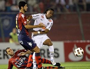 Arouca na partida do Santos contra o Cerro Porteño (Foto: AP)